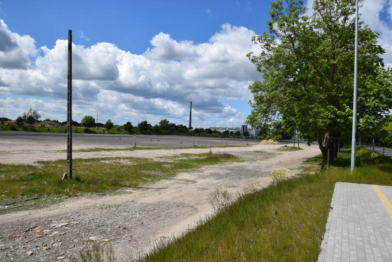 Tak teraz wygląda teren, na którym był Ursus i organizowana jest giełda samochodowo - towarowa w Gorzowie.