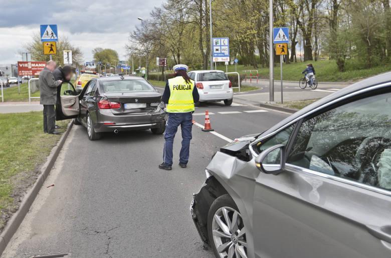 Kierowca volkswagena wjechał w tył bmw