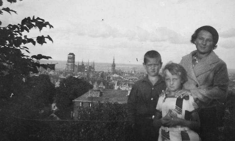 W drugiej połowie lat 30. życie Polaków w Gdańsku nie było łatwe - wspominała Janina Gliszewska z domu Kurzyńska. Na zdjęciu z matką i bratem