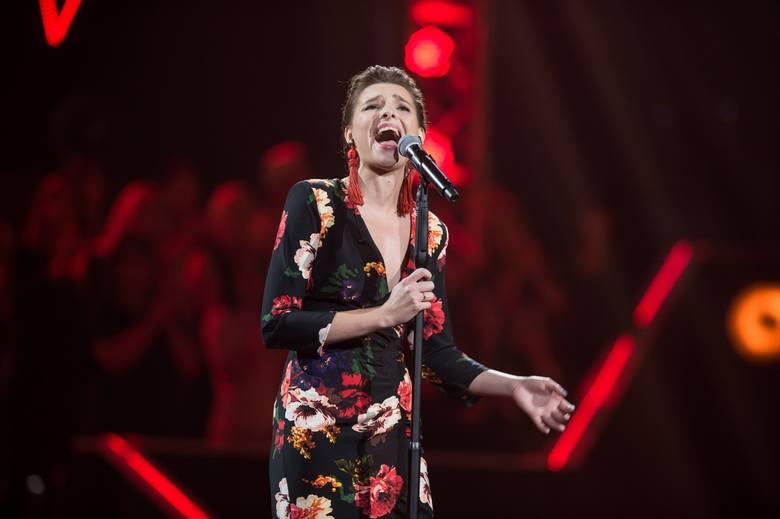 """W sobotę wieczorem w programie """"The Voice of Poland"""" TVP zobaczyliśmy Wiolę Markowską z Czernikowa. Młoda wokalistka już wcześniej oczarowała jurorów."""