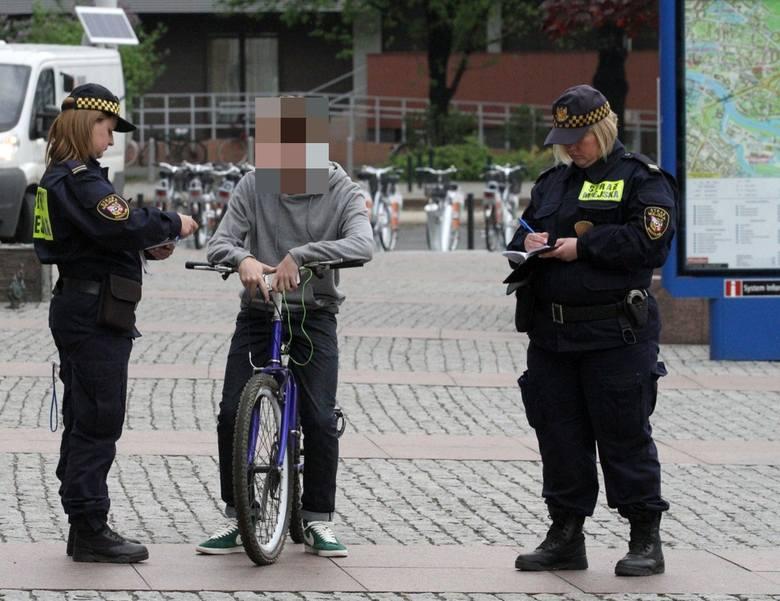 Wrocław: 1100 złotych mandatu dla agresywnego rowerzysty. To się doigrał!