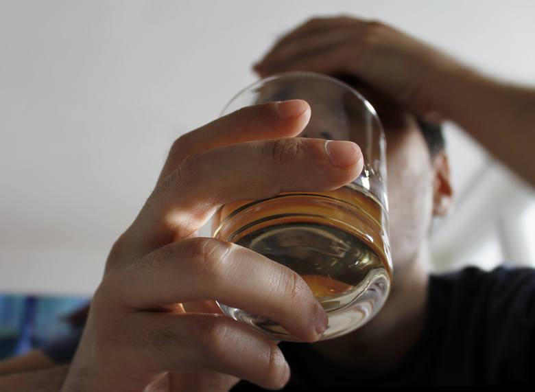 9 marca wchodzą w życie nowe przepisy dotyczące m.in. spożywania alkoholu w  miejscach publicznych, sprzedawania alkoholu po godzinie 22.00. Przypomnijmy,