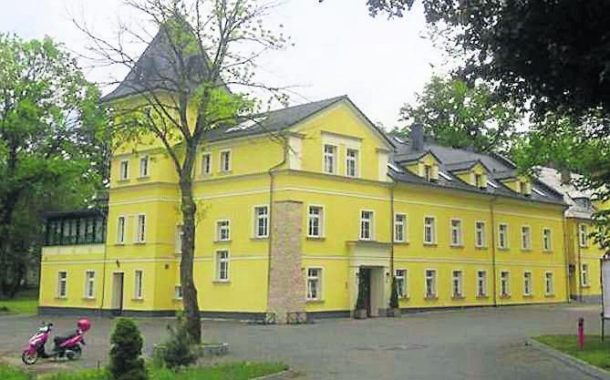 Kategoria: Kuchnia Śląska RokuRESTAURACJA LUCJA, ZakrzówRestauracja Lucja zajmuje drugie miejsce w naszym plebiscycie. Lokal znajduje się w odrestaurowanym