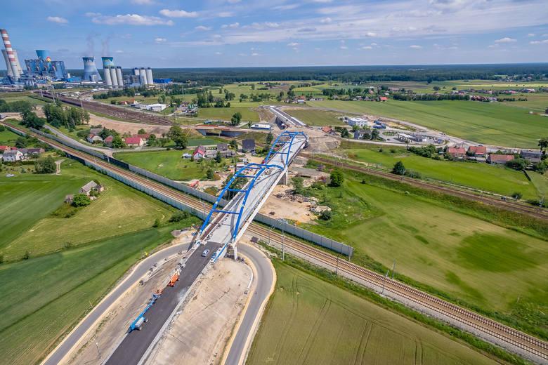 Największym obiektem inżynieryjnym nowej obwodnicy jest ten wiadukt nad torami kolejowymi na trasie Opole - Jelcz Laskowice oraz tymi wiodącymi do elektrowni.