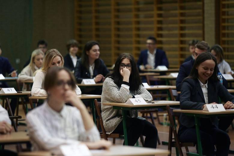 Matura będzie trudniejsza! CKE zapowiada spore zmiany w egzaminie maturalnym