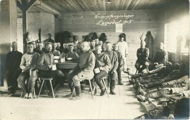 Wnętrze jednego z baraków jenieckich w obozie w Łambinowicach.