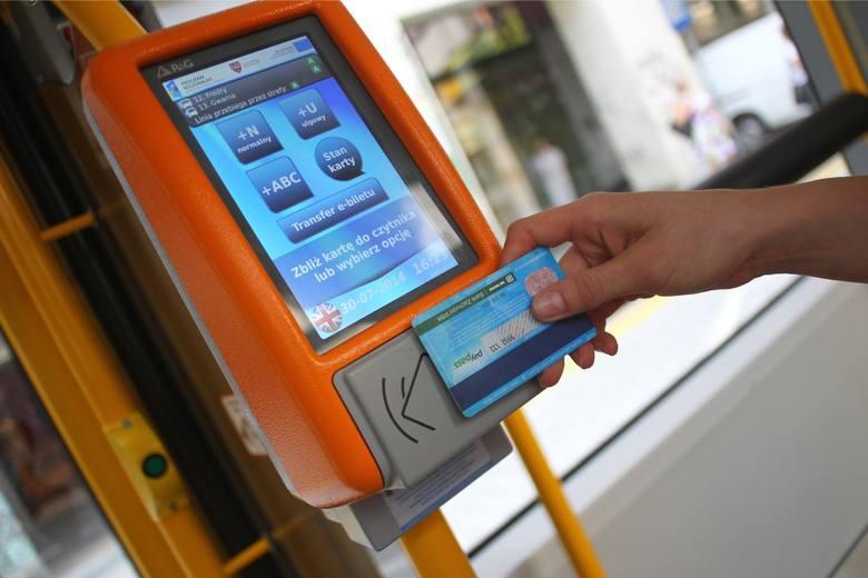 Jak wynika z danych Krajowego Rejestru Długów Biura Informacji Gospodarczej SA, gapowicze stanowią około 18 proc. pasażerów transportu publicznego. Ich