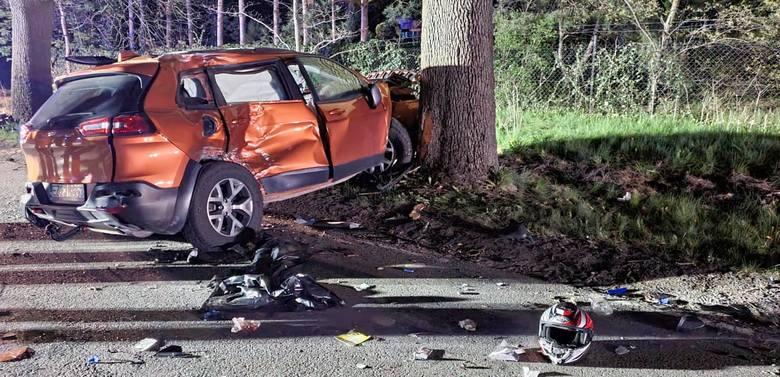 - Do wypadku doszło w terenie zabudowanym. Jeep jechał z prędkością około 70 km/h - mówi Krzysztof Felicki, szef Prokuratury Rejonowej w Zgierzu, która