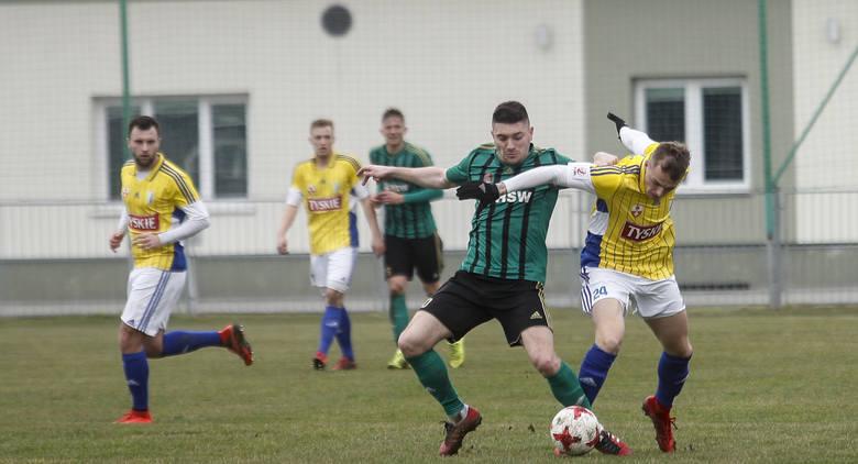 Stal Stalowa Wola pierwszy raz zagrała w Boguchwale i przegrała z Olimpią Elbląg. Bohaterem był Wojciech Daniel, bramkarz drużyny gości.Stal Stalowa