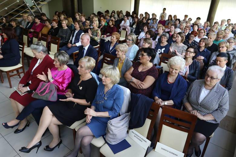 """Pielęgniarki z całego regionu świętowały w hotelu """"Ameliówka"""". Wręczono nagrody dla najbardziej zasłużonych [ZDJĘCIA]"""