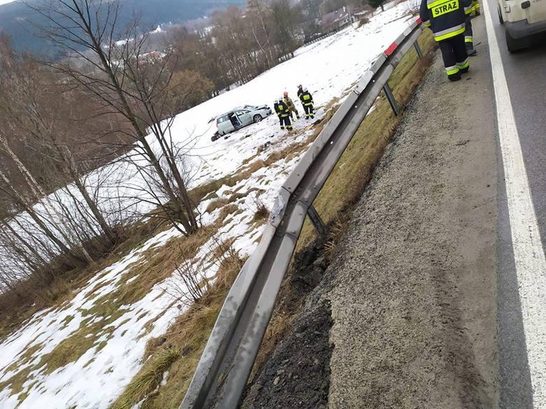 Gruszowiec. Wypadek na drodze krajowej nr 28. Matka i dziecko zabrane do szpitala. [ZDJĘCIA]