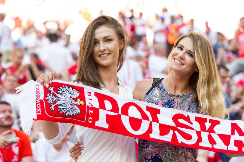 Tak dziewczyny kibicują piłkarzom! Najładniejsze fanki na  trybunach ME [ZDJĘCIA] - Polskatimes.pl
