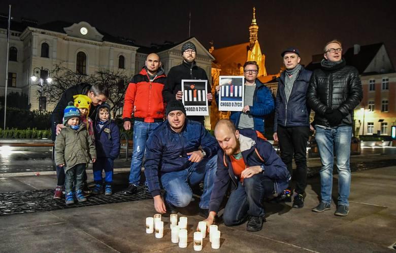 W niedzielę pod ratuszem odbył się happening w obronie pieszych, zorganizowany przez Społecznego Rzecznika Pieszych w Bydgoszczy. Okazją był Światowy