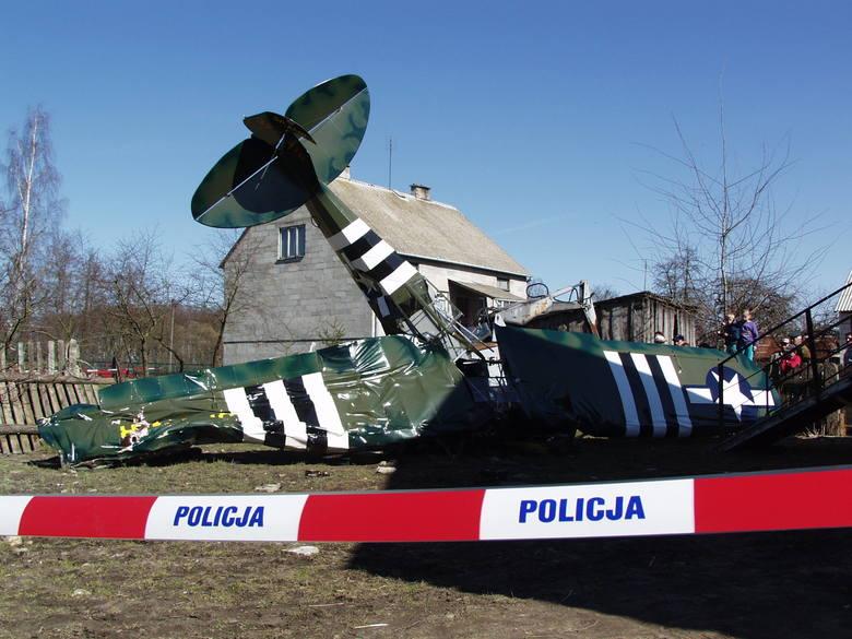 Samolot spadł na wysprzątane przed Wielkanocą podwórze rodziny Chrzanowskich.
