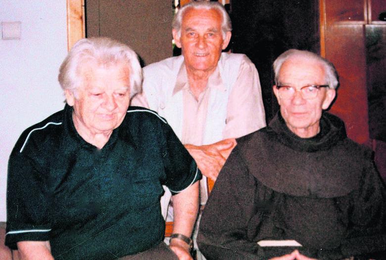Koledzy z Międzyrzeca Koreckiego, obecnie mieszkańcy Brzegu, od lewej: Roman Domański, Julian Jamróz i o. Czesław - Mieczysław Domański. <br />