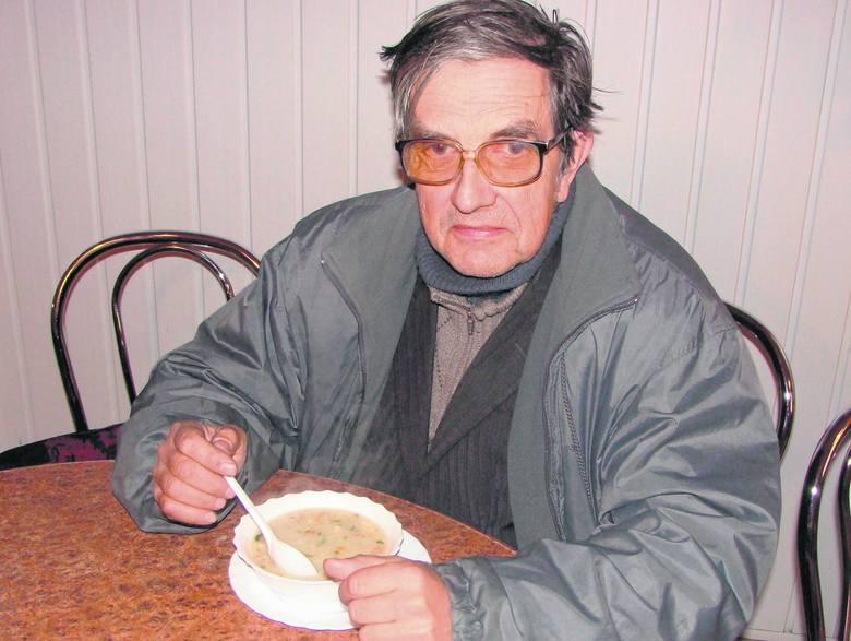Zbigniew Plebańczyk z Tarnowa zwykle stołuje się w barach mlecznych, bo jak podkreśla, tu jedzenie jest jak domowe. - Nie powinni nic zmieniać, te lokale