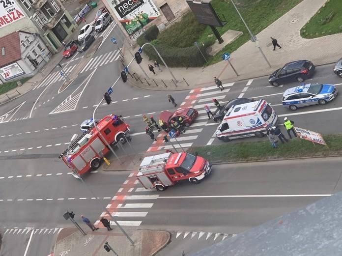 Do wypadku doszło w środę, 9 października, na skrzyżowaniu ulic Moniuszki, Fabrycznej, Długiej i al. Konstytucji 3 Maja.O wypadku poinformowała nas Czytelniczka.
