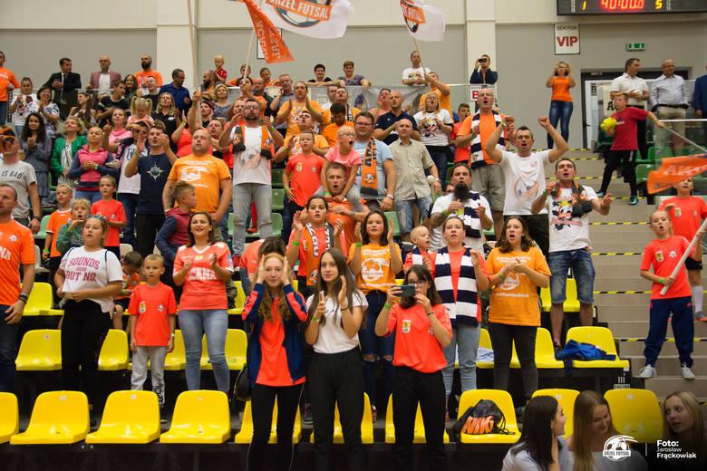 W weekend Acana Orzeł Jelcz-Laskowice zadebiutował w futsalowej ekstraklasie pokonując Pogoń 04 Szczecin 4:3. Spotkanie cieszyło się dużym zainteresowanie