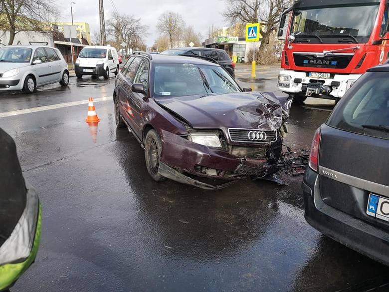 Do kraksy dwóch samochodów osobowy - audi i opla doszło zbiegu ulic Brzozowej i Bielickiej. Wstępnie ustalono, że winę najprawdopodobniej ponosi kierowca