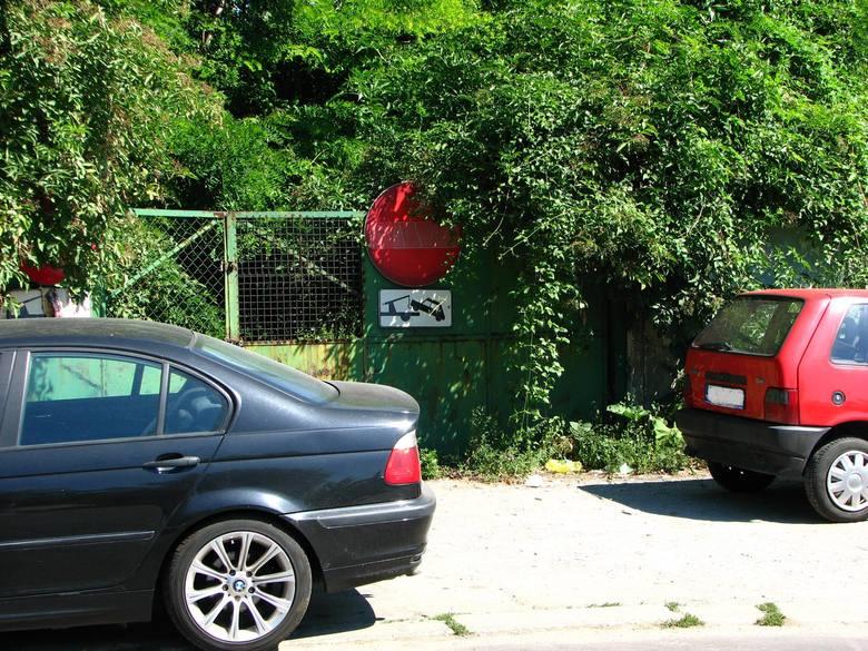 Wrocław: Samochody powróciły na ul. Księcia Witolda. Lawety i blokady nie odstraszyły kierowców