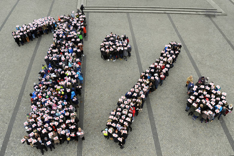 Wolontariusze w oryginalny sposób zachęcają bydgoszczan:       - Zostawcie procent z podatku w naszym mieście!