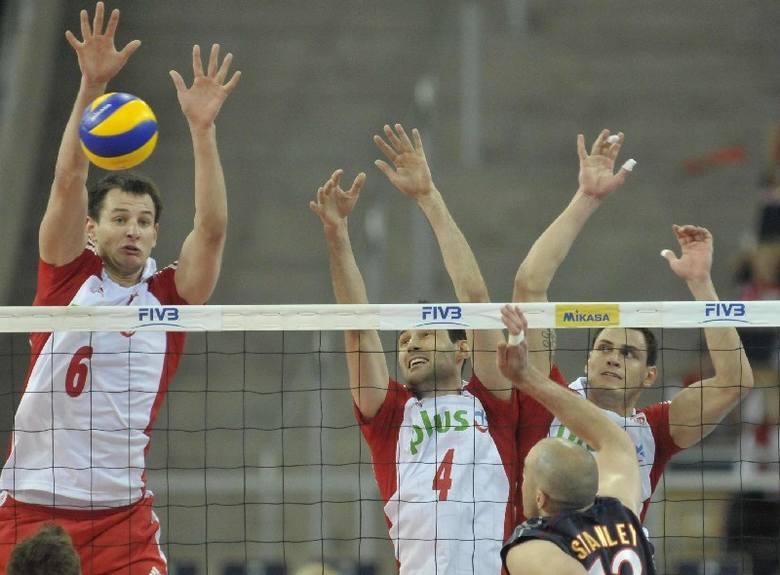 Polska - USA 3:0. Od lewej: Bartosz Kurek, Grzegorz Kosok i Zbigniew Bartman.