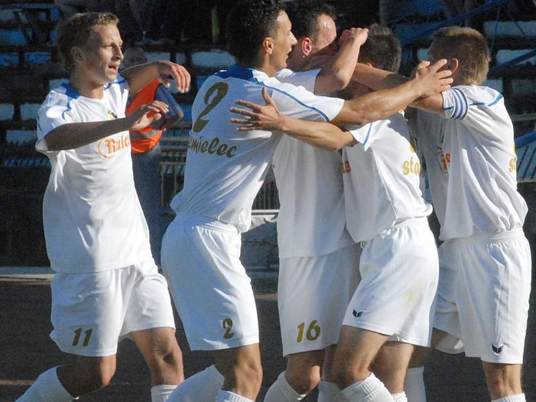 Piłkarze Stali Mielec zaksięgowali na własnym boisku bardzo cenne trzy punkty.