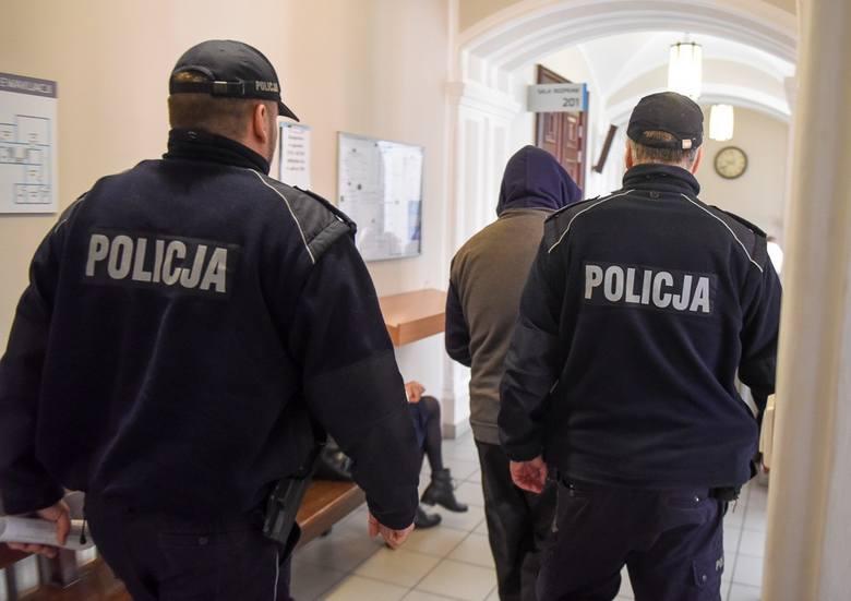 Horror Klaudii B. i jej rodziny przy ul. Gagarina w Toruniu trwał dwie godziny. Gwałciciel recydywista wpadł do mieszkania, wszystkich skrępował, kobietę