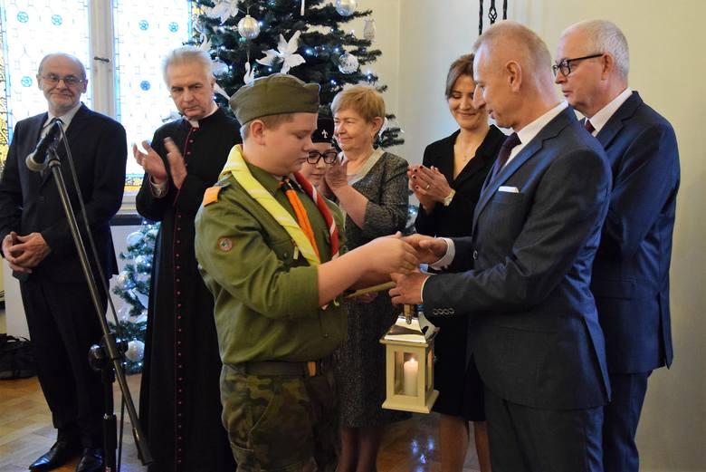 Święta Bożego Narodzenia już za kilka dni. W inowrocławskim ratuszu odbyły się więc opłatkowe spotkania. Prezydent miasta zaprosił do udziału w nich
