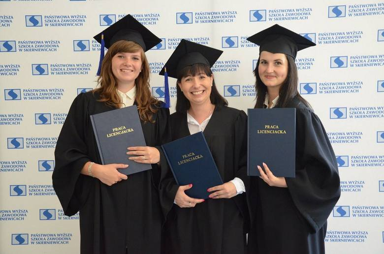 Studenci kolejnych kierunków skierniewickiej PWSZ zdali egzamin i odebrali dyplomy [ZDJĘCIA]