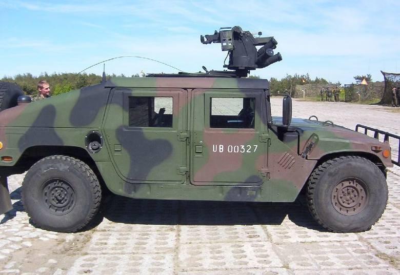 samochody ciężarowo-osobowe HMMWV (z ang. wielozadaniowy pojazd kołowy o wysokiej mobilności).Jest to samochód zdolny do przewożenia czterech żołnierzy,
