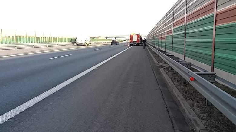 Zderzenie pojazdu dostawczego i osobowego na autostradzie A2 w pobliżu MOP Mogiły [ZDJĘCIA]