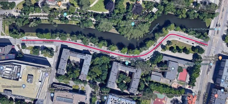 Buspas wydzielono na odcinku 300 metrów - od ul. Kołłątaja do ul. Świdnickiej – na skrajnym prawym pasie ruchu.