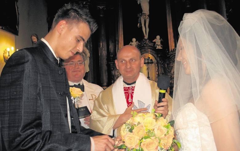 17 czerwca 2006 roku – siatkarz Mariusz Wlazły poślubił Paulinę Drewicz w kościele ojców Franciszkanów przy ul. Reformackiej 1 w Wieluniu.