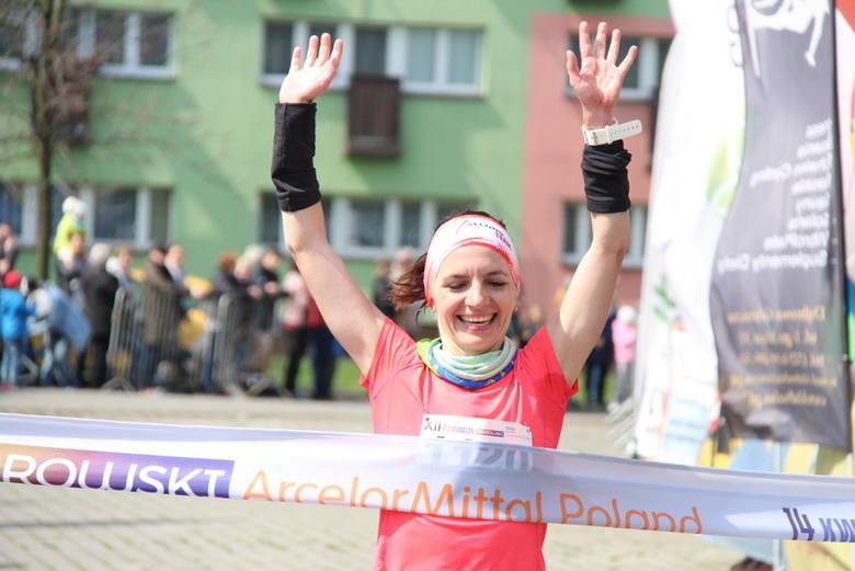 Półmaraton Dąbrowski 2019: prawie 1250 zawodników na trasie oraz 205 amatorów chodzenia z kijkami