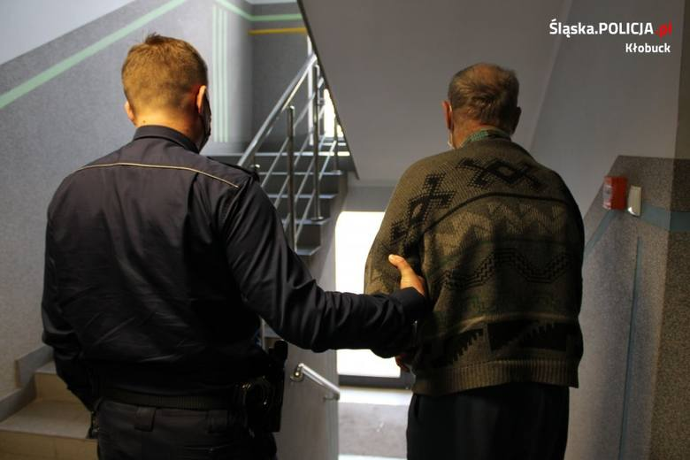 73-latek rzucał w policjantów deskami i widłami