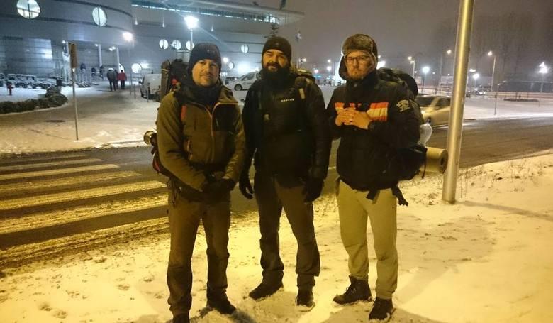 Mariusz Pojnar, Daniel Kołtuń i Marek Grzelka wyruszyli z Przybyszowa. W sobotę wieczorem dotarli do Zielonej Góry.