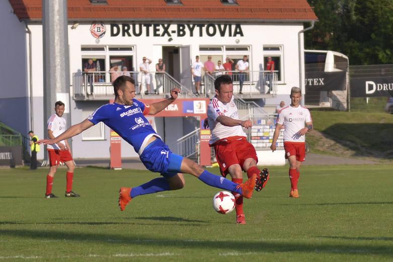 Drutex-Bytovia przegrywa z Wigrami Suwałki 1:2. W 28 minucie gola dla Bytowa zdobywa Kamil Adamek, a dla przeciwników dwie brami strzela Patryk Klimala