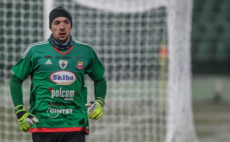Po raz kolejny zdecydował się na powrót po 1. ligi po nieudanym pobycie w Pogoni Szczecin. 28-latek wiosną broni pewnie, a choćby w meczu z Chojniczanką