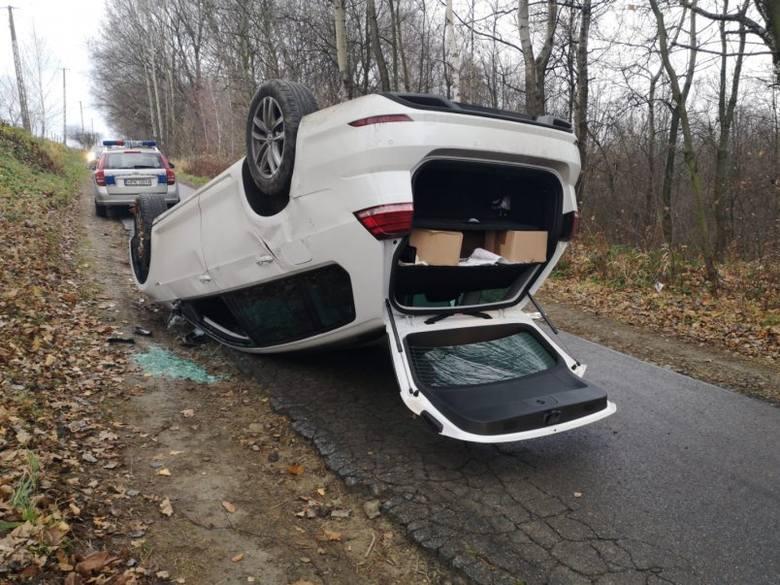 Do zdarzenia doszło w czwartek rano na drodze gminnej w Trzcinicy koło Jasła. Kierujący osobowym volkswagenem, 33-letni mieszkaniec Jasła, najprawdopodobniej