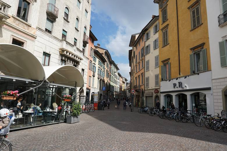 15. Bergamo, Włochy. Loty w marcu są dwa razy w tygodniu, we wtorki i soboty, a od kwietnia – trzy razy w tygodniu, we wtorki, czwartki i soboty.  Lot