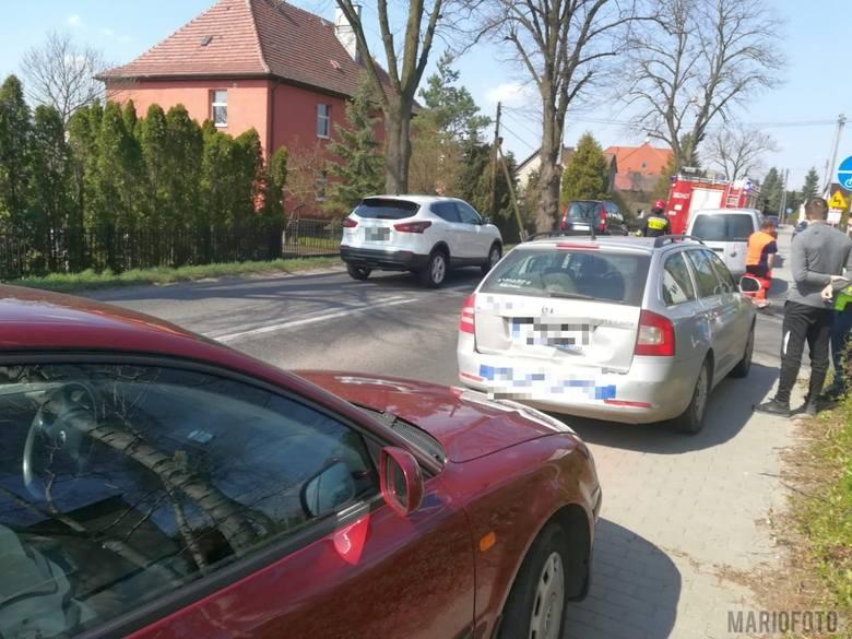 W czwartek tuż przed południem, na ulicy Księdza Poziemby w Dobrzeniu Wielkim, zderzyły się trzy samochody osobowe. Na szczęście nikomu nic się nie stało.-