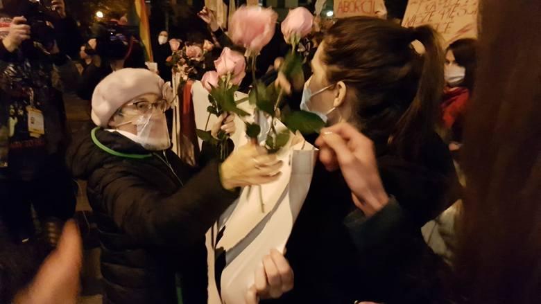 """""""Rewolucja pod gwiazdami"""". Protest kobiet w regionie. Śledź relację na żywo"""