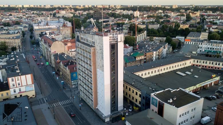 45-metrowy wieżowiec przy ul. Dworcowej w Bydgoszczy ma 11 pięter. To najwyższy obiekt przy tej ulicy. Będzie utrzymywany w stonowanej, biało-szarej