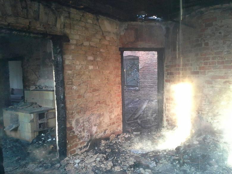 Informacja o pożarze domu w Księżym Polu w gminie Baborów trafiła do centrum kierowania we wtorek tuż po godzinie drugiej w nocy.
