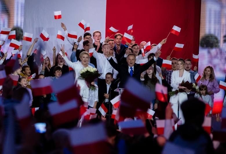 Państwowa Komisja Wyborcza opublikowała pełne, ale jeszcze nieoficjalne wyniki podczas drugiej tury wyborów prezydenta Polski. Przygotowaliśmy zestawienie