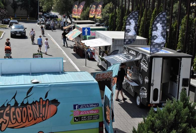 Tegorocznej Inowrocławskiej Wystawie Gospodarczej towarzyszy Festiwal Smaków Food Tracków. Bary na kołach, w których serwuje się przeróżne potrawy stanęły