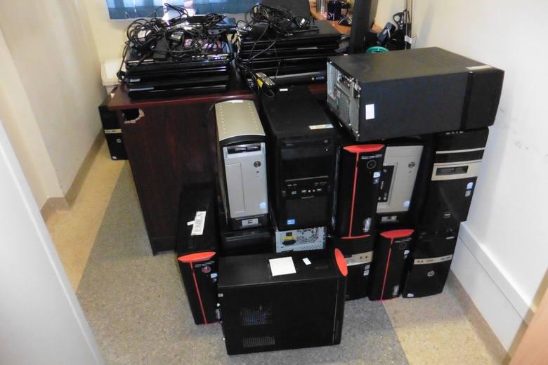 W jednej ze szkół w Grudziądzu zabezpieczono 51 komputerów. Za pomocą szkolnej sieci pobrano i rozpowszechniano nielegalnie program graficzny.