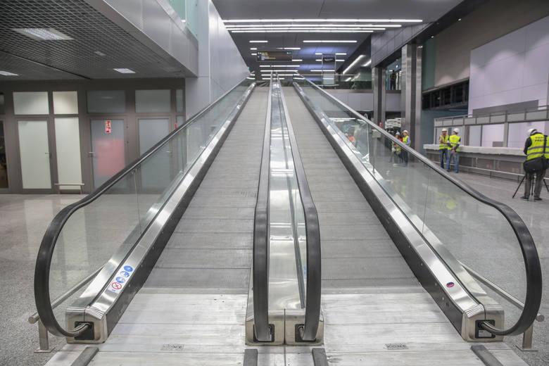 30 proc. ankietowanych wie, że w w razie odwołanego lotu obowiązkiem przewoźnika jest zapewnienie pasażerom zakwaterowania i transportu do hotelu wskazanego