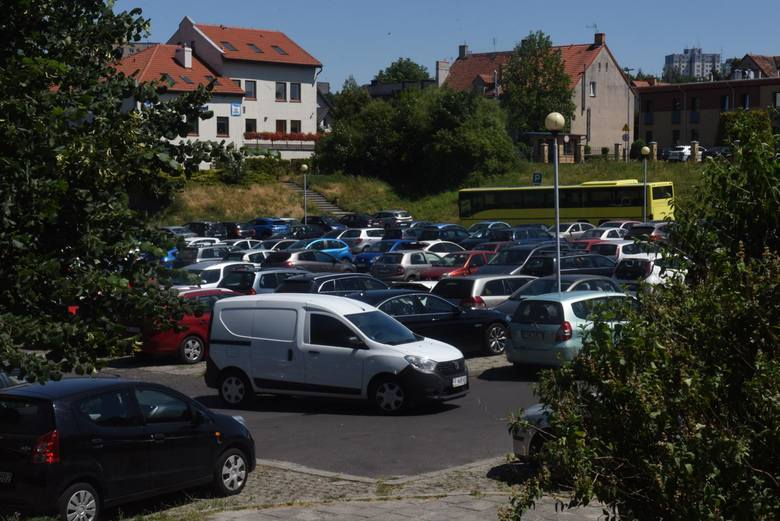 W niektórych rejonach Zielonej Góry ciężko znaleźć miejsce do zaparkowania...